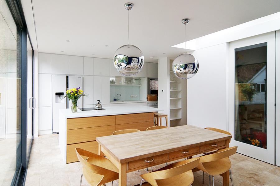white_lacquered_kitchen