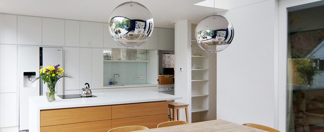 EMLYN ROAD, LONDON - LACQUERED KITCHEN